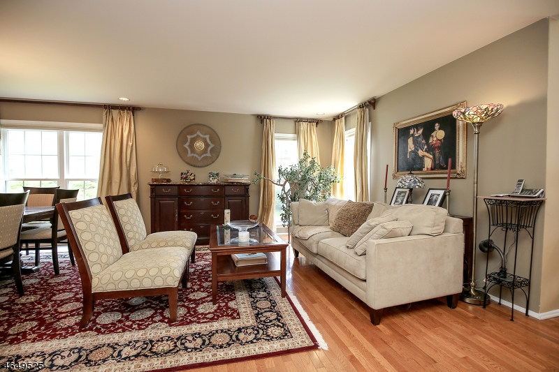 Additional photo for property listing at 223 CERUTTI Court  West Orange, New Jersey 07052 États-Unis