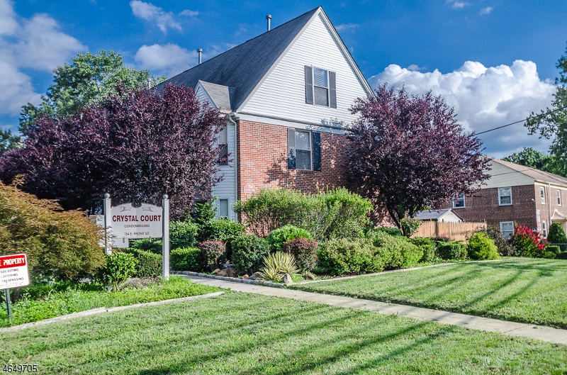 独户住宅 为 销售 在 754 E FRONT ST UNIT 8 平原镇, 新泽西州 07060 美国