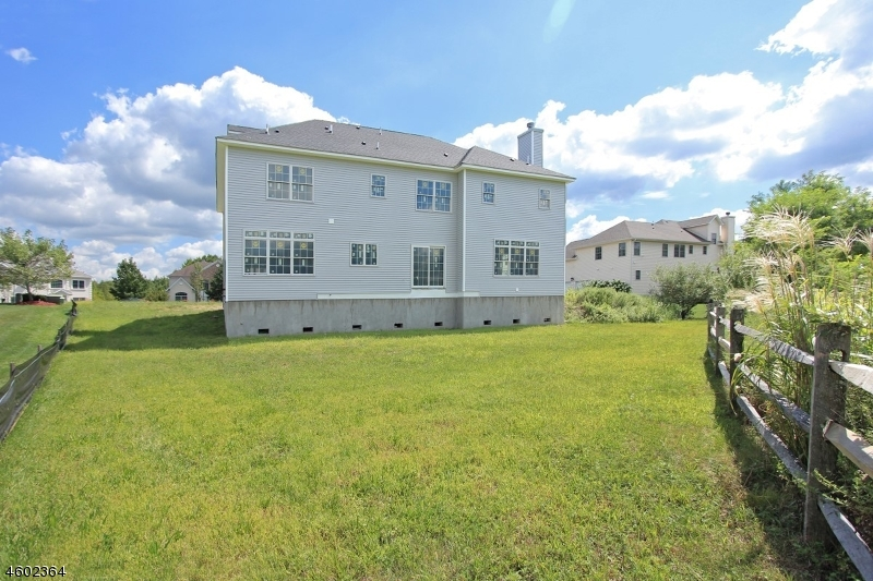 Additional photo for property listing at 14 Sarah Lane  Fairfield, New Jersey 07004 États-Unis