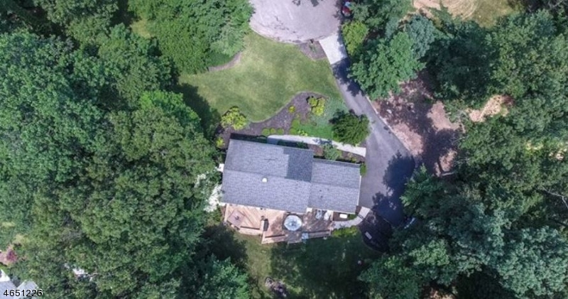 Additional photo for property listing at 110 Deerhorn Court  Saddle River, New Jersey 07458 United States