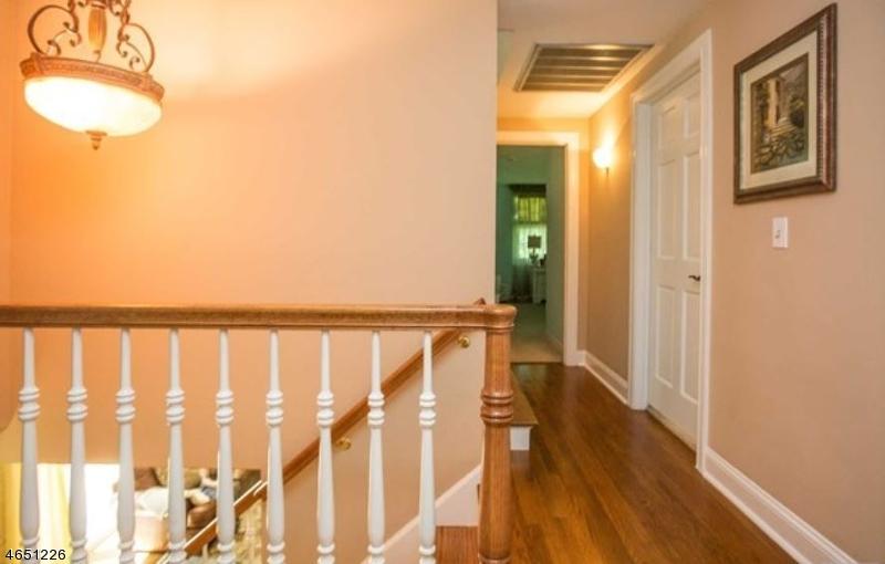 Additional photo for property listing at 110 Deerhorn Court  Saddle River, Нью-Джерси 07458 Соединенные Штаты