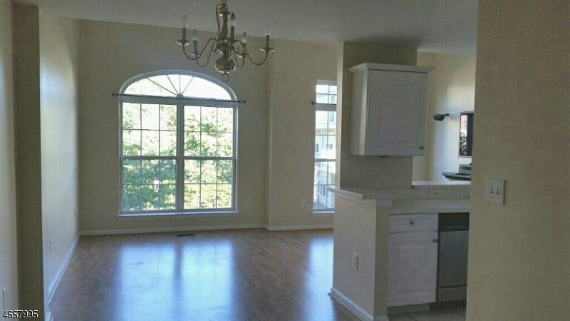 Casa Unifamiliar por un Venta en 159 Riverwalk Way Clifton, Nueva Jersey 07014 Estados Unidos