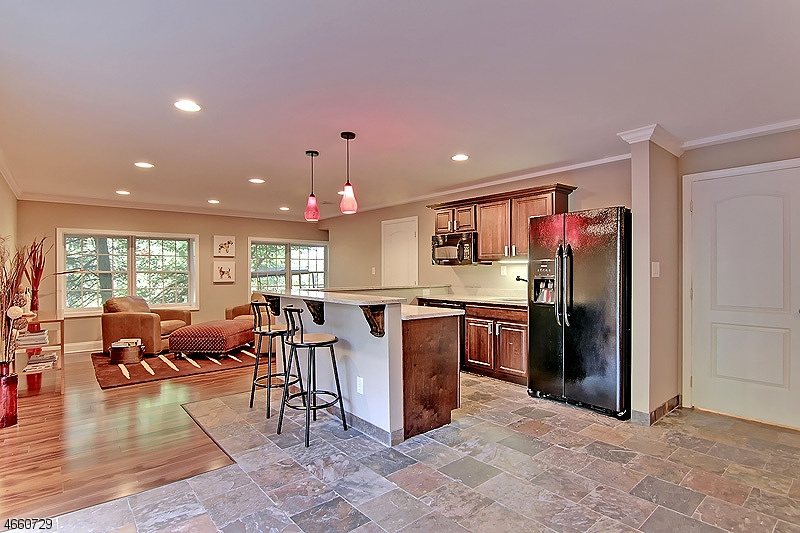 Additional photo for property listing at 16 Ridge Road  Dunellen, New Jersey 08812 États-Unis