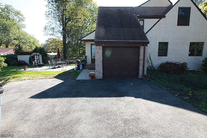 Additional photo for property listing at 220 LAWRENCE Avenue  Plainfield, Nueva Jersey 07063 Estados Unidos