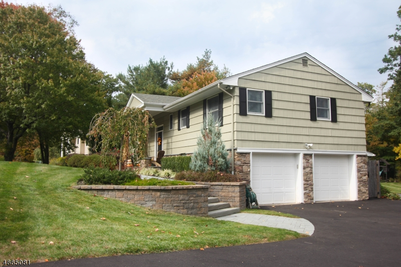Additional photo for property listing at 12 Sherwood Court  West Milford, Nueva Jersey 07480 Estados Unidos