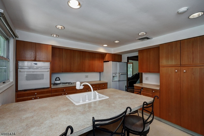 Additional photo for property listing at 332 Passaic Avenue  Caldwell, New Jersey 07006 États-Unis