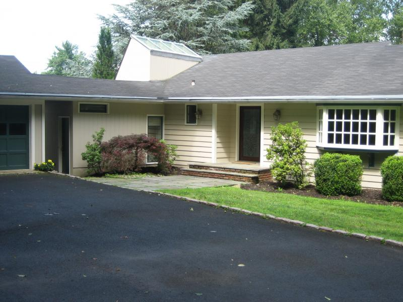 Single Family Home for Rent at 75 Peachcroft Drive Bernardsville, New Jersey 07924 United States