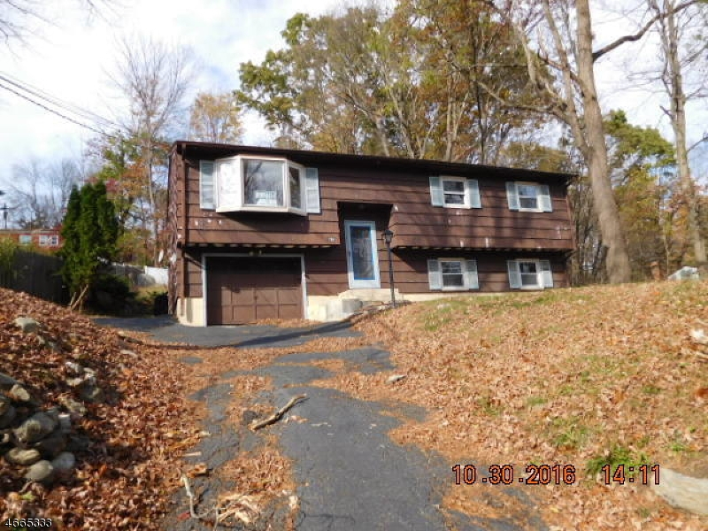 Single Family Home for Sale at 186 Tomahawk Trail Sparta, New Jersey 07871 United States