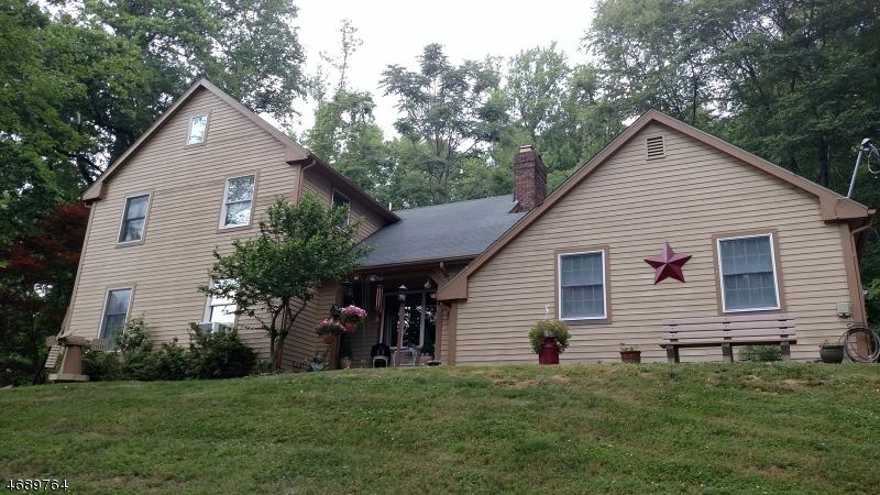 独户住宅 为 销售 在 92 Sweet Hollow Road 米尔福德, 08848 美国
