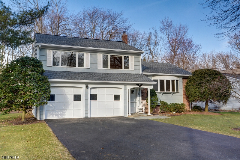 Частный односемейный дом для того Продажа на 133 MAPLE Street New Providence, 07974 Соединенные Штаты