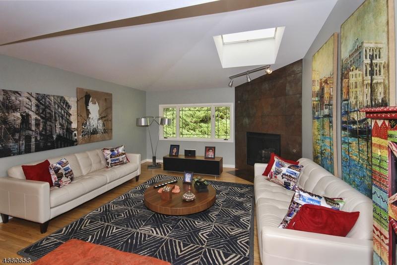 Maison unifamiliale pour l Vente à 23 Fox Run Allendale, New Jersey 07401 États-Unis