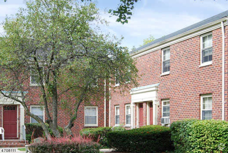 Casa Unifamiliar por un Alquiler en 98-2 Gales Drive New Providence, Nueva Jersey 07974 Estados Unidos