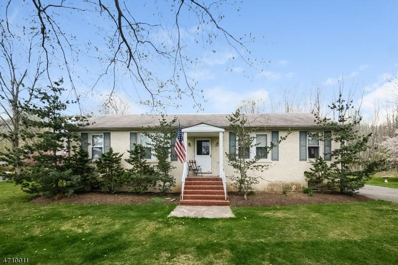 Maison avec plusieurs logements pour l Vente à 17 Featherbed Lane Hopewell, New Jersey 08525 États-Unis