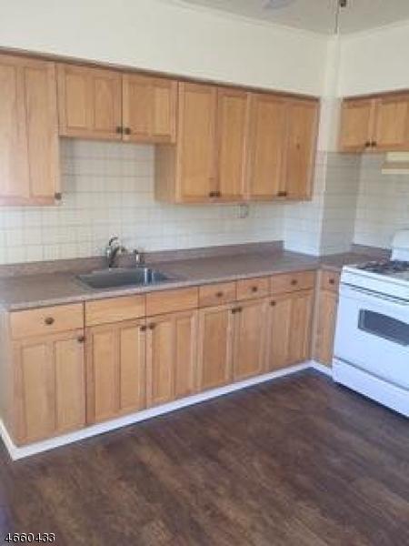 Частный односемейный дом для того Аренда на 32 Mozart Avenue Little Falls, Нью-Джерси 07424 Соединенные Штаты