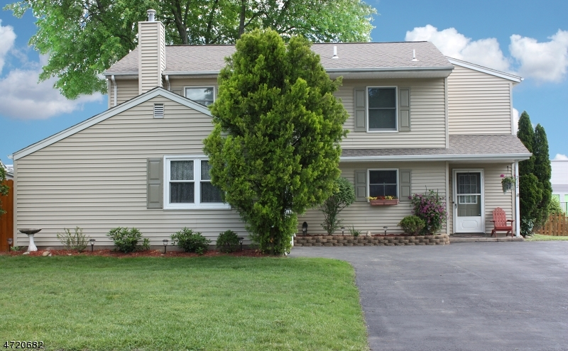 Maison unifamiliale pour l Vente à 212 Sanford Avenue Emerson, New Jersey 07630 États-Unis