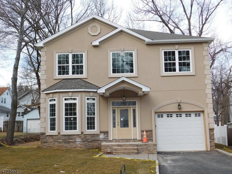 Частный односемейный дом для того Продажа на 69 Genesee Avenue Teaneck, Нью-Джерси 07666 Соединенные Штаты