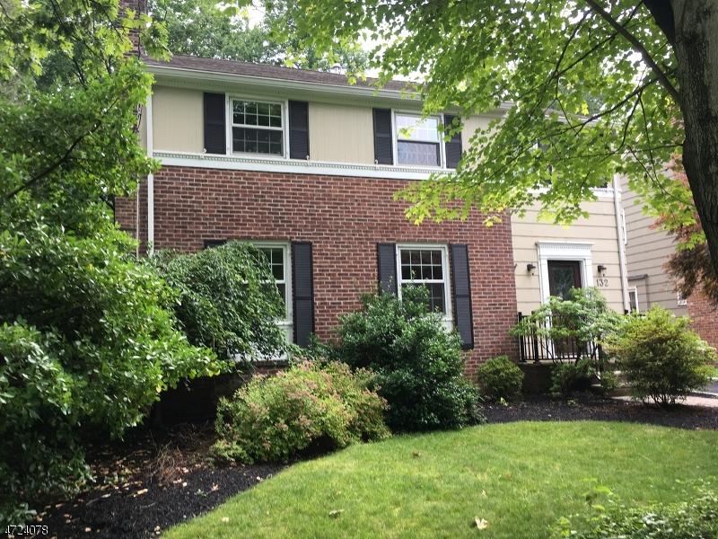Частный односемейный дом для того Аренда на 132 Wells Street Westfield, Нью-Джерси 07090 Соединенные Штаты