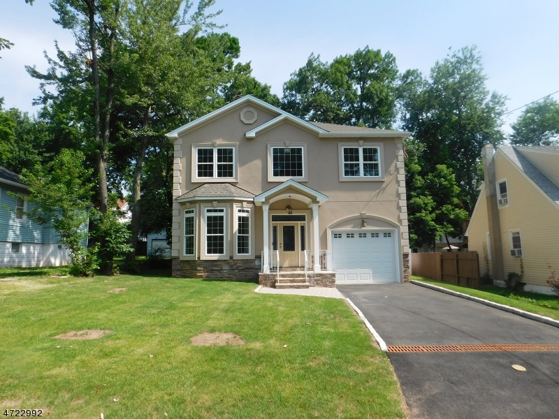Maison unifamiliale pour l Vente à 69 Genesee Avenue Teaneck, New Jersey 07666 États-Unis