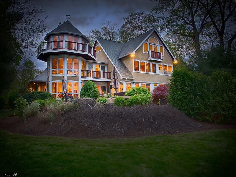 Maison unifamiliale pour l Vente à 28 Lake Drive Mountain Lakes, New Jersey 07046 États-Unis