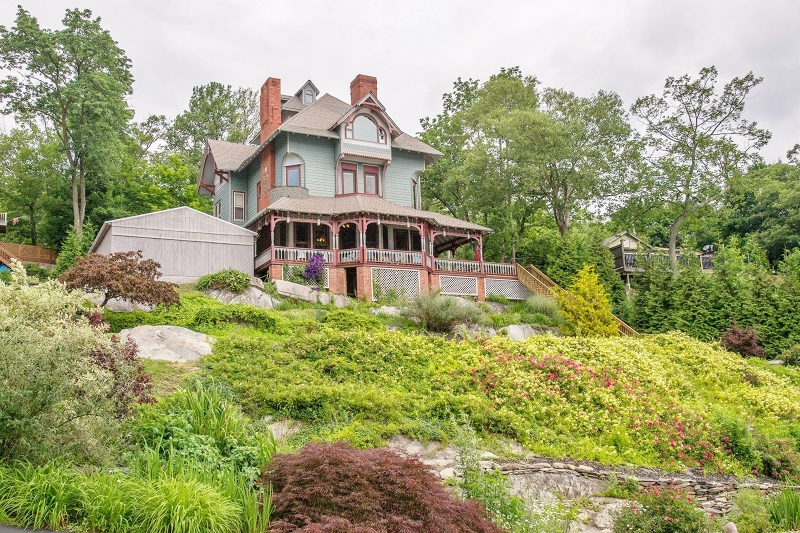 Single Family Home for Sale at 11 Lodge Drive Greenwood Lake, New York 10925 United States