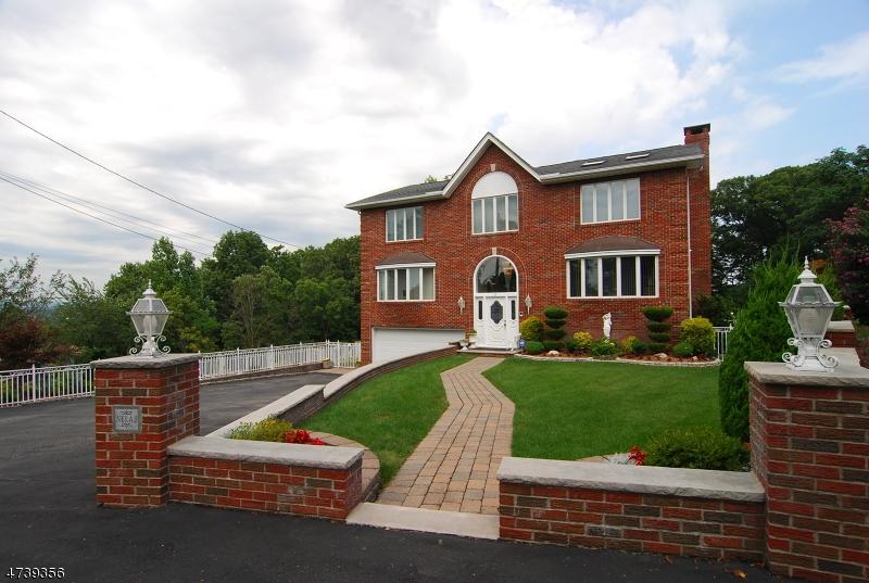 Einfamilienhaus für Verkauf beim 3 Gray Ter 3 Gray Ter Woodland Park, New Jersey 07424 Vereinigte Staaten