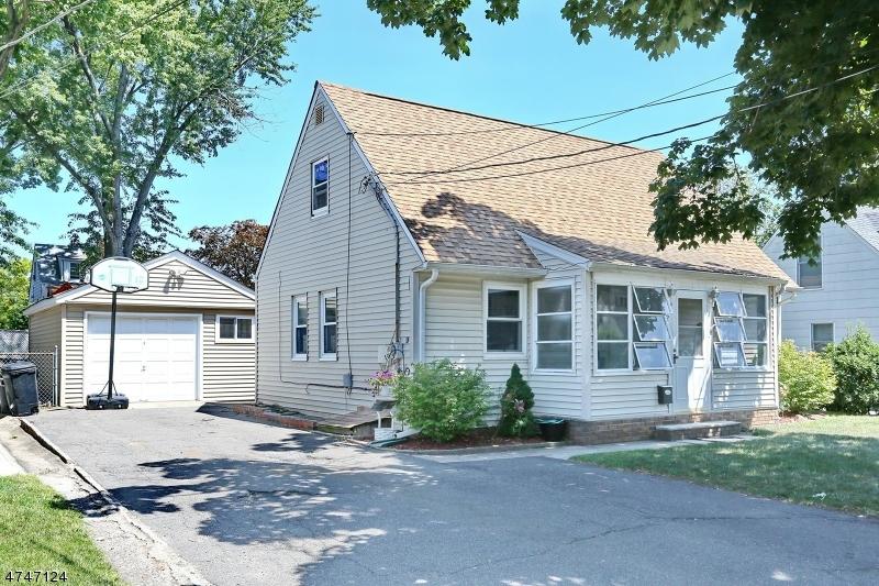 Частный односемейный дом для того Продажа на 221 Washington Avenue Elmwood Park, 07407 Соединенные Штаты