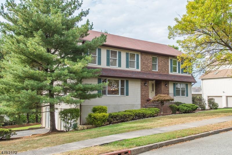 Einfamilienhaus für Verkauf beim 6 Alexandria Court 6 Alexandria Court Woodland Park, New Jersey 07424 Vereinigte Staaten