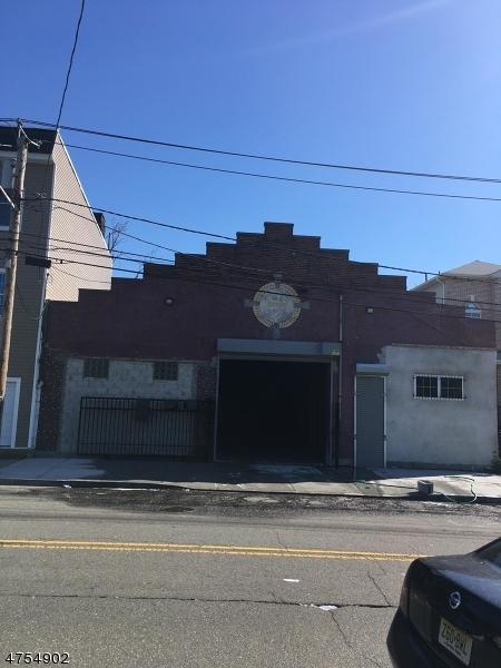 商用 為 出售 在 142-144 BADGER Avenue Newark, 新澤西州 07108 美國