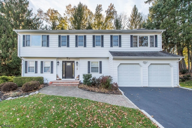Maison unifamiliale pour l Vente à 20 Oxford Drive East Hanover, New Jersey 07936 États-Unis