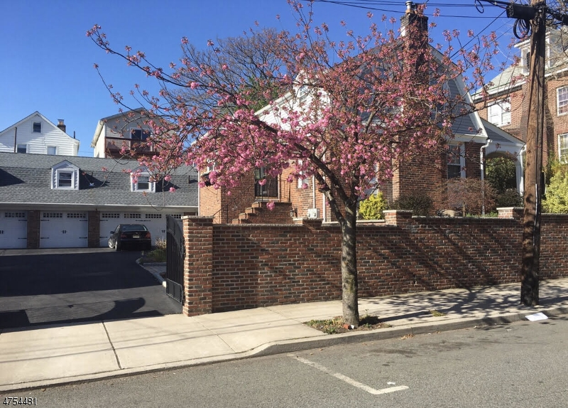 Single Family Home for Sale at 170 Hoyt Street Kearny, New Jersey 07032 United States