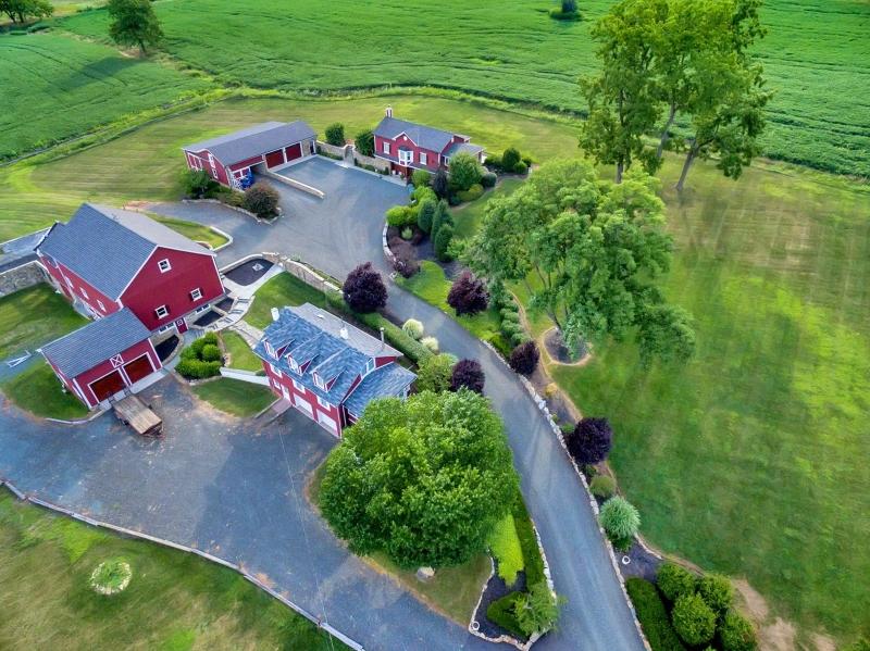 Maison unifamiliale pour l Vente à 109 Old Turnpike Road Tewksbury Township, New Jersey 07830 États-Unis
