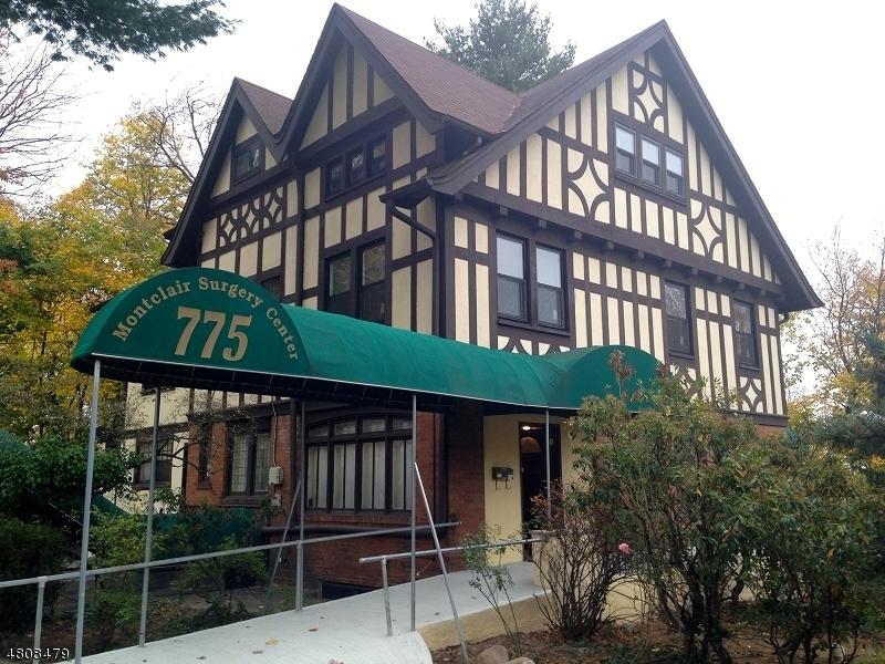 Commercial pour l à louer à 775 BLOOMFIELD Avenue Montclair, New Jersey 07042 États-Unis
