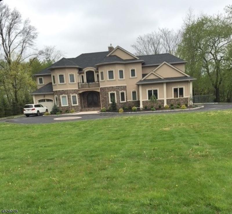Moradia para Arrendamento às 45 COLONIAL Road Wayne, Nova Jersey 07470 Estados Unidos