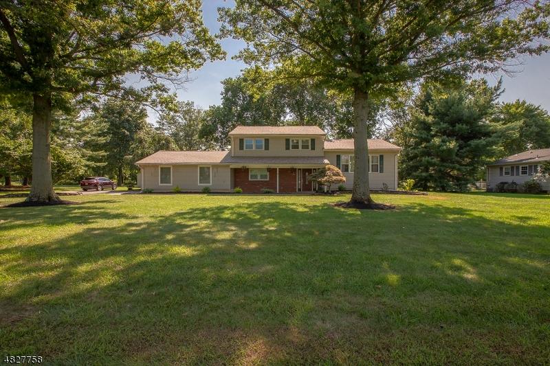Частный односемейный дом для того Продажа на 70 RIVERVIEW TER Hillsborough, Нью-Джерси 08844 Соединенные Штаты