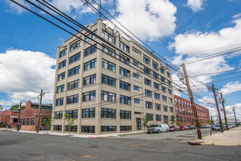 Condo / Townhouse pour l Vente à 475 S JEFFERSON ST, 502 Orange, New Jersey 07050 États-Unis
