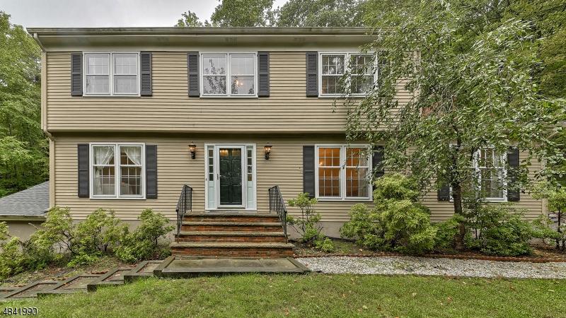 Casa Unifamiliar por un Venta en 608 MOUNTAIN Road Kinnelon, Nueva Jersey 07405 Estados Unidos
