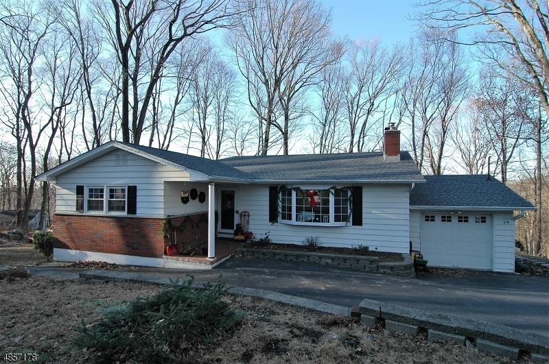 独户住宅 为 销售 在 14 WOODLAWN Drive 安德沃, 新泽西州 07821 美国