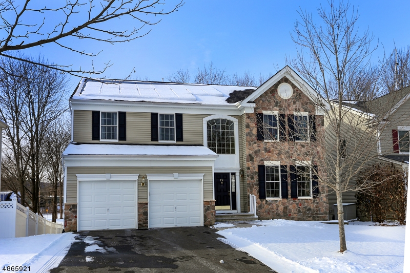Maison unifamiliale pour l Vente à 74 HELMS MILL Road Hackettstown, New Jersey 07840 États-Unis