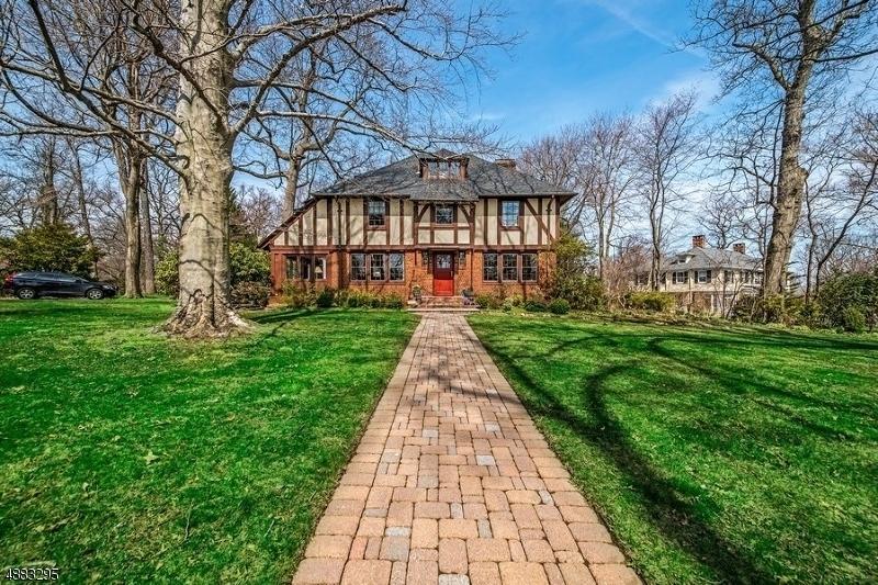 Villa per Vendita alle ore 15 HILLCREST Road Glen Ridge, New Jersey 07028 Stati Uniti