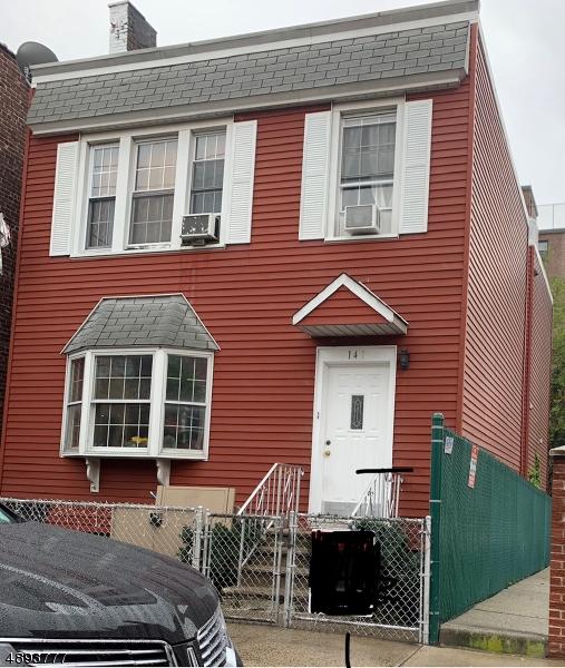 Single Family Homes للـ Sale في Guttenberg, New Jersey 07093 United States