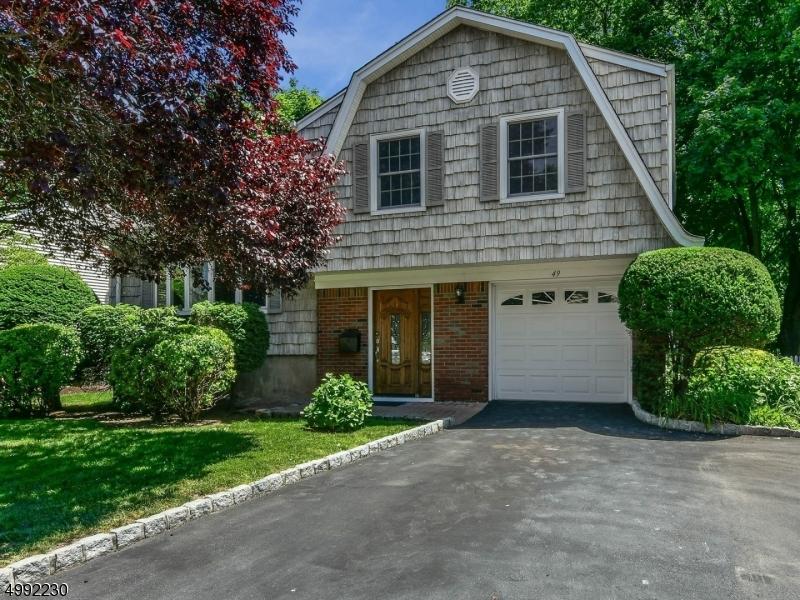 Single Family Homes för Försäljning vid Dumont, New Jersey 07628 Förenta staterna