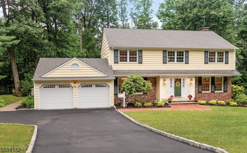 Single Family Homes pour l Vente à Berkeley Heights, New Jersey 07922 États-Unis