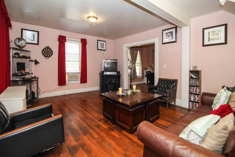 Additional photo for property listing at 127 Dodd Street  East Orange, Нью-Джерси 07017 Соединенные Штаты