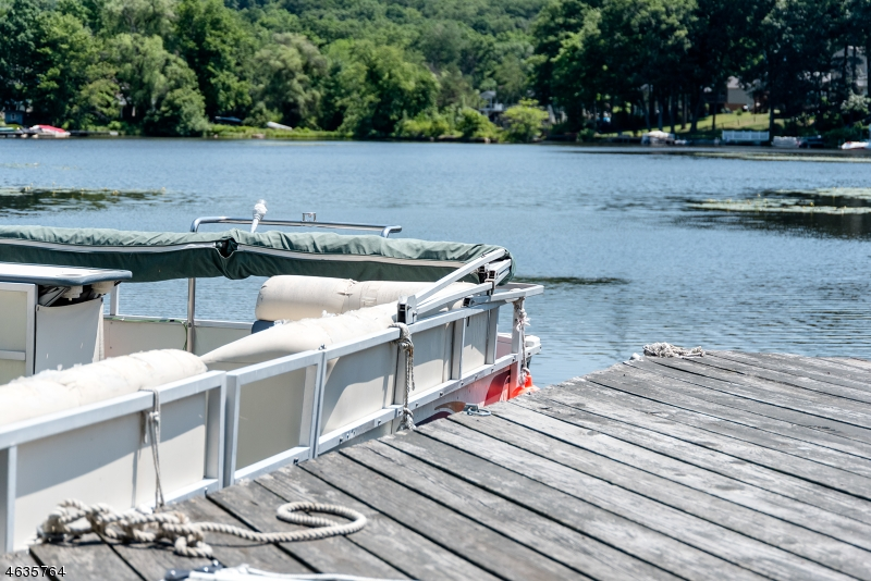 Additional photo for property listing at 2 Brights Point Road  Lake Hopatcong, New Jersey 07849 États-Unis