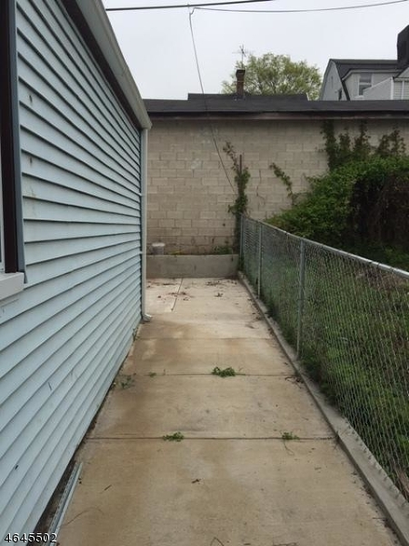 Additional photo for property listing at 119 N 11th Street  Newark, New Jersey 07107 United States