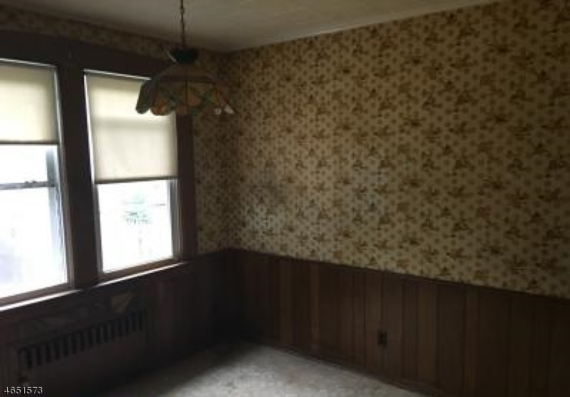 Additional photo for property listing at 11 N 17th Street  Haledon, Нью-Джерси 07508 Соединенные Штаты