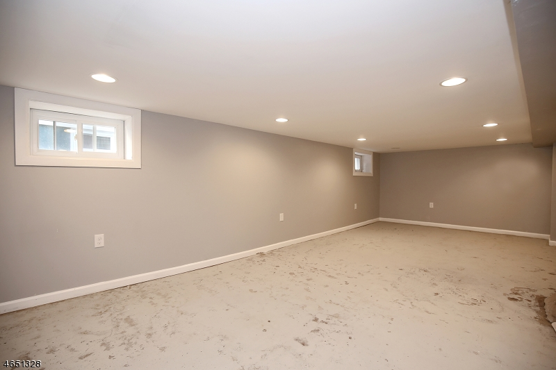 Additional photo for property listing at 52 Menzel Avenue  Maplewood, Нью-Джерси 07040 Соединенные Штаты