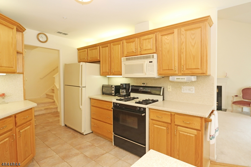 Additional photo for property listing at 99 Turnberry Rd, UNIT 7A  Little Falls, Нью-Джерси 07424 Соединенные Штаты