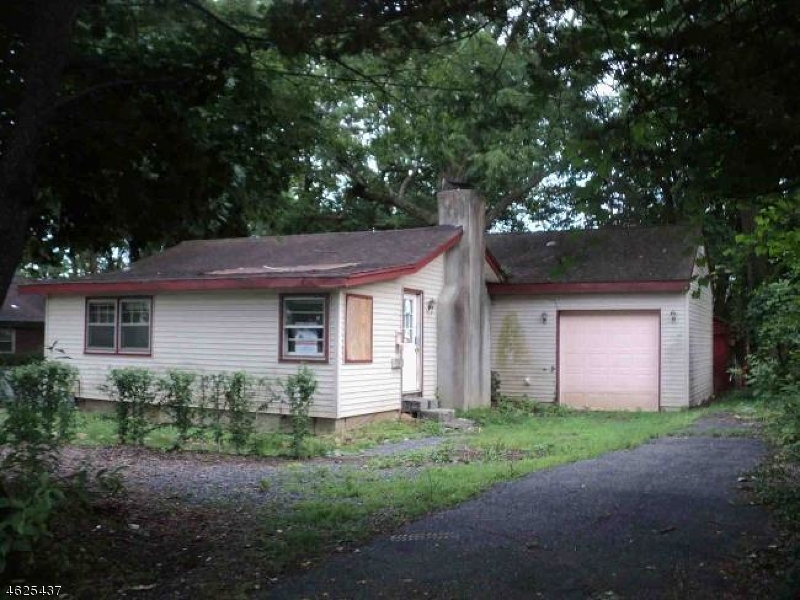 Additional photo for property listing at 3 Tioga Avenue  Lake Hiawatha, New Jersey 07034 États-Unis