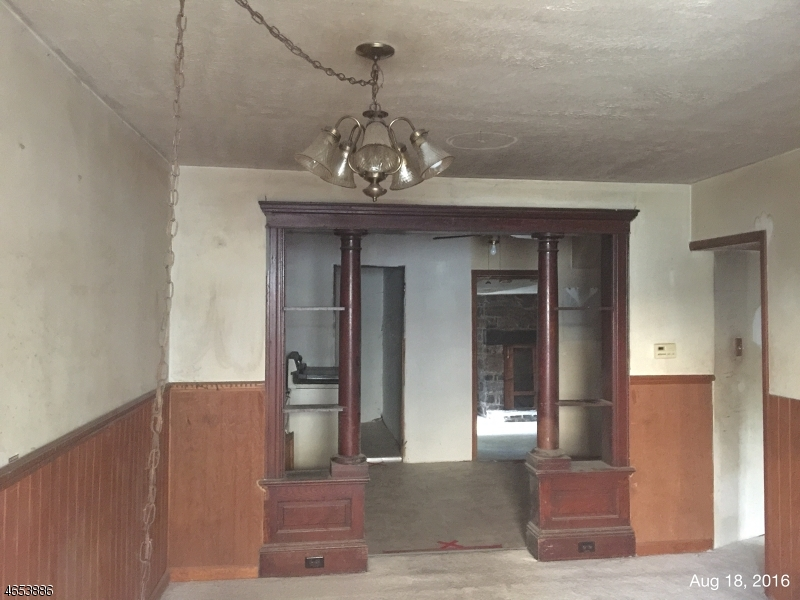 Additional photo for property listing at 31-33 CHURCH Street  布鲁姆斯伯里, 新泽西州 08804 美国
